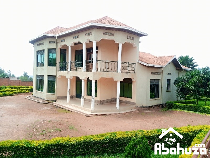 AN 8 BEDROOM HOUSE FOR SALE IN KIGALI AT KAGARAMA