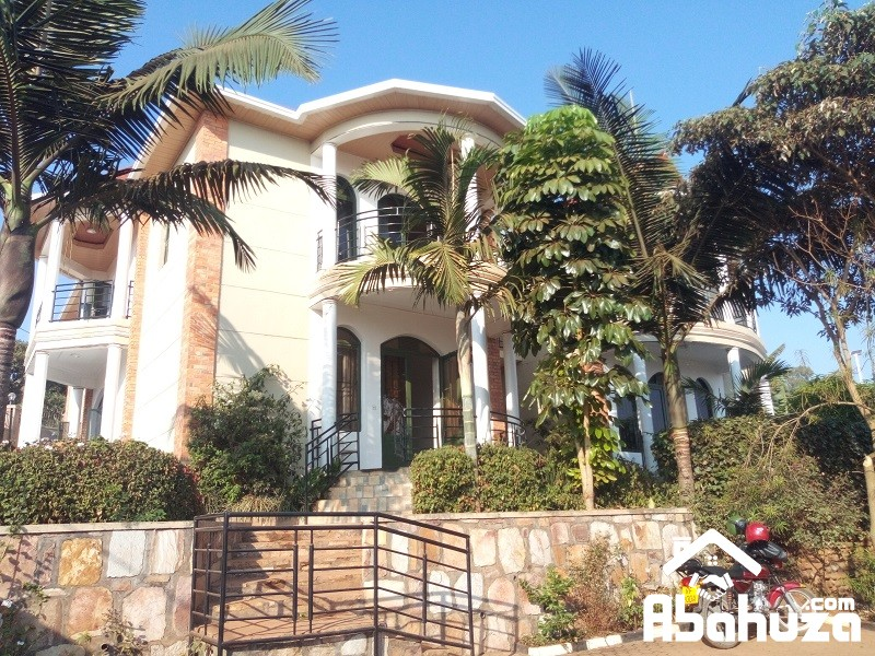 A FURNISHED AND SERVICED 2 BEDROOM APARTMENT AT REBERO