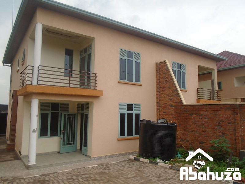 A 3 BEDROOM HOUSE FOR RENT IN KIGAKI AT Busanza