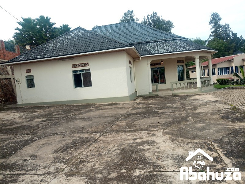 A COMMERCIAL HOUSE FOR RENT IN KIGALI AT RUGANDO