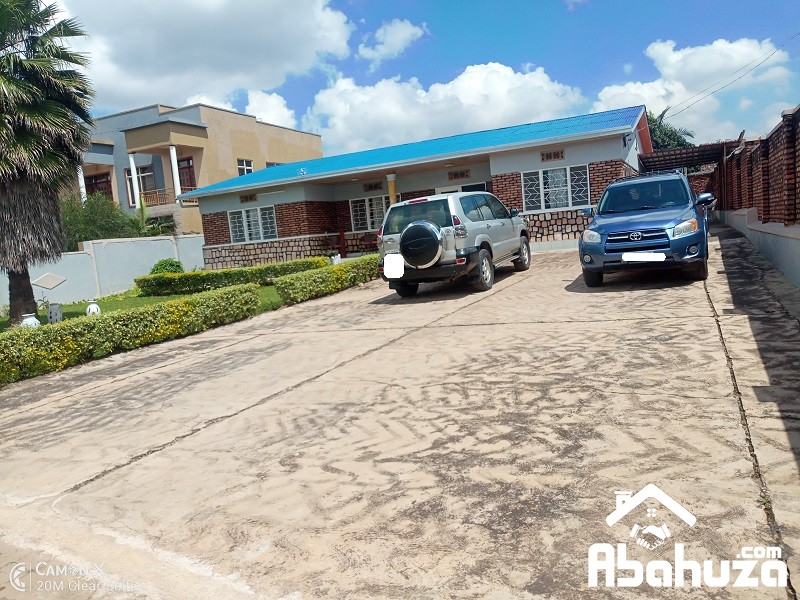 A 5 BEDROOM HOUSE FOR RENT IN KIGALI AT REMERA