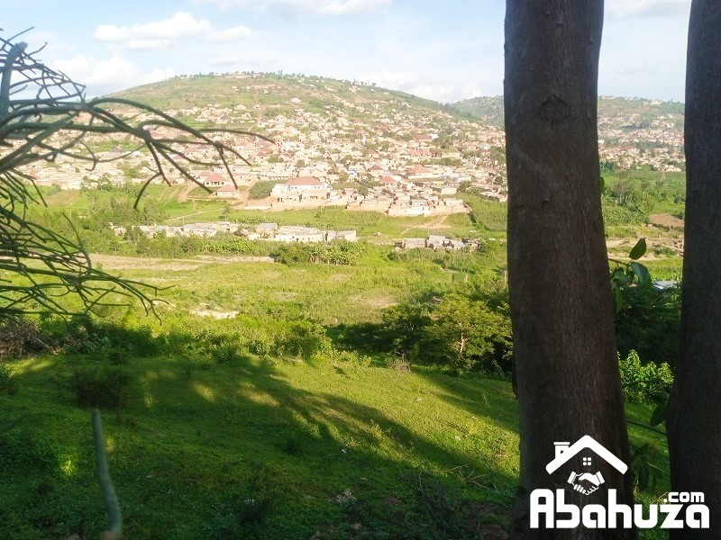 A VERY BIG RESIDENTIAL PLOT FOR SALE IN KIGALI AT KINYINYA