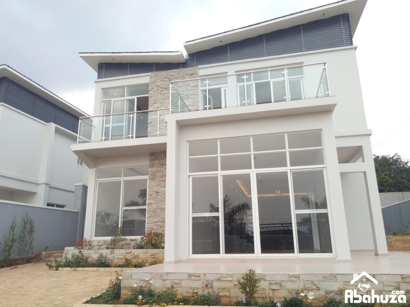 A BEAUTIFUL HOUSE IN HIGH CLASS NEIGHBORHOOD