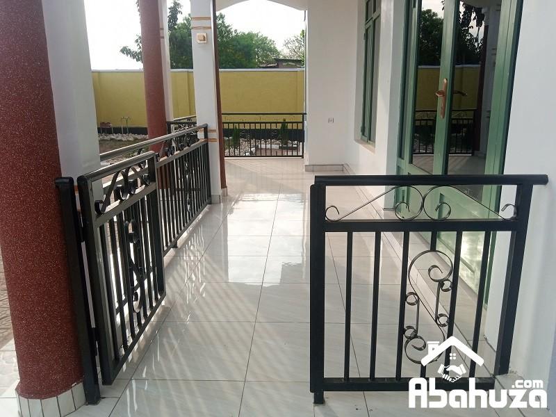 3.Barcony