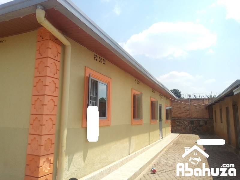 A 4 BEDROOM HOUSE IN BIG COMPOUND AT KABUGA