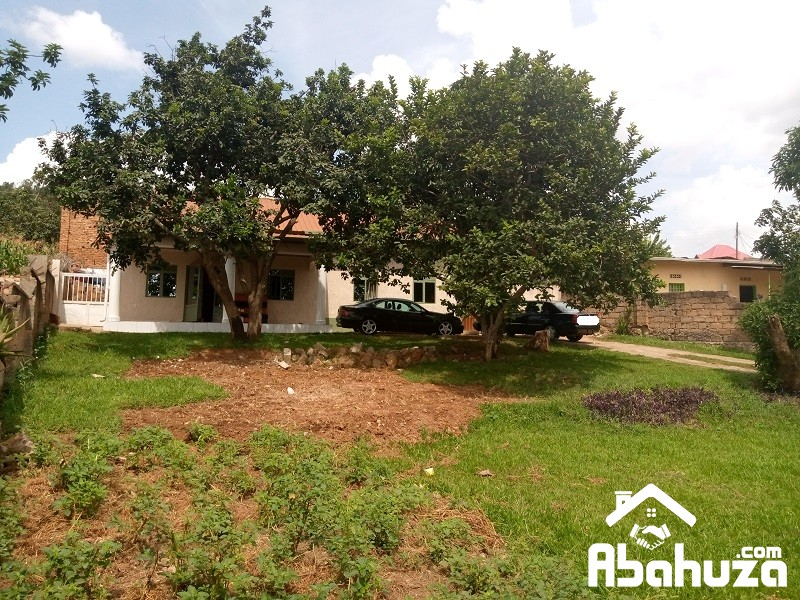 A 3 BEDROOM HOUSE IN BIG COMPOUND AT GIKONDO
